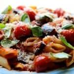 פסטה פנה ברוטב עגבניות עם חצילים ופרמזן