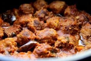 כדורי בשר ברוטב חצילים ועגבניות חריף