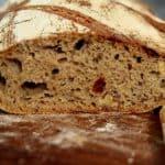 לחם מחמצת שיפון-כוסמין ותוספות