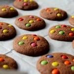 עוגיות שוקולד וסוכריות