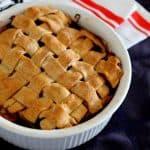 פאי כפרי של תפוחים ואוכמניות Blueberry apple pie