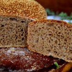 לחם כוסמין טחינה ושומשום