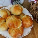 לחמניות גבינה מלוחות מהמטבח הרומני או גביניות מלוחות Plăcinte cu brânză    Brânzoaice
